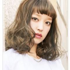 オン眉 ミディアム コンサバ フェミニン ヘアスタイルや髪型の写真・画像