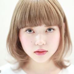 フェミニン 前髪あり ワイドバング ガーリー ヘアスタイルや髪型の写真・画像