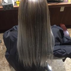 ロング ホワイト バレイヤージュ ホワイトアッシュ ヘアスタイルや髪型の写真・画像