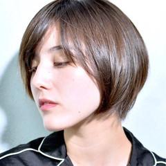 オフィス 外国人風 ショート ナチュラル ヘアスタイルや髪型の写真・画像