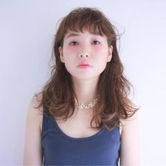 前髪あり フリンジバング セミロング パーマ ヘアスタイルや髪型の写真・画像