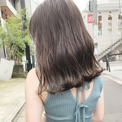 ブリーチなし グレージュ セミロング ガーリー ヘアスタイルや髪型の写真・画像