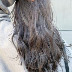 ウルフカット デート グレージュ ナチュラル ヘアスタイルや髪型の写真・画像