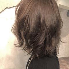モカベージュ ハイライト ミディアム ナチュラル ヘアスタイルや髪型の写真・画像