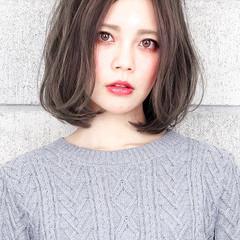 ミディアム 暗髪 グレージュ 透明感 ヘアスタイルや髪型の写真・画像