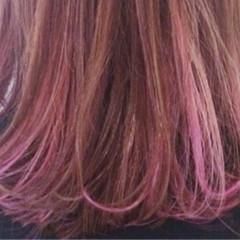 ガーリー ハイライト ミディアム レッド ヘアスタイルや髪型の写真・画像