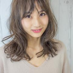 ミディアム 小顔 前髪あり ニュアンス ヘアスタイルや髪型の写真・画像