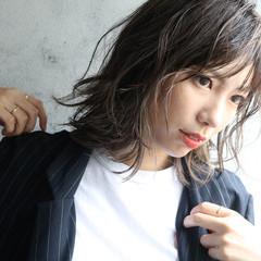 アッシュグレージュ デザインカラー ナチュラル 大人かわいい ヘアスタイルや髪型の写真・画像