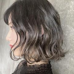 グレージュ バレイヤージュ ボブ ハイトーン ヘアスタイルや髪型の写真・画像
