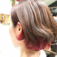ピンク インナーカラー レッド ストリート ヘアスタイルや髪型の写真・画像