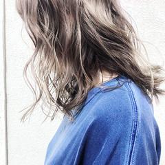 セミロング アンニュイ ハイライト アウトドア ヘアスタイルや髪型の写真・画像