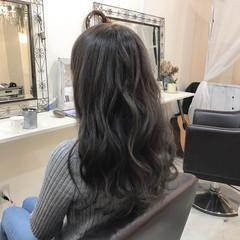 ロング アッシュグレージュ 巻き髪 アッシュ ヘアスタイルや髪型の写真・画像
