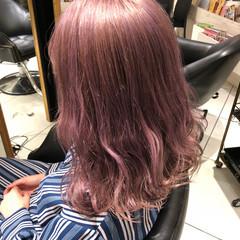 セミロング ブリーチ ガーリー ピンク ヘアスタイルや髪型の写真・画像