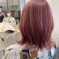 切りっぱなしボブ フェミニン ブリーチ ピンク ヘアスタイルや髪型の写真・画像
