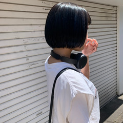 ミニボブ 切りっぱなしボブ インナーカラー フェス ヘアスタイルや髪型の写真・画像