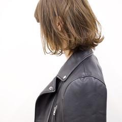 ゆるふわ 外ハネ デート アッシュ ヘアスタイルや髪型の写真・画像