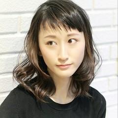 斜め前髪 色気 ナチュラル インナーカラー ヘアスタイルや髪型の写真・画像