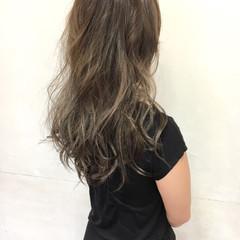 ベージュ セミロング グラデーションカラー ストリート ヘアスタイルや髪型の写真・画像