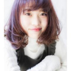 ミディアム ヘアアレンジ ガーリー パーマ ヘアスタイルや髪型の写真・画像