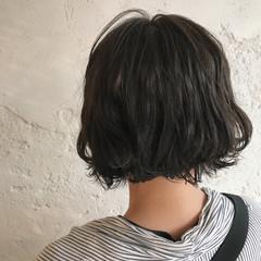 外国人風 切りっぱなし ナチュラル グレージュ ヘアスタイルや髪型の写真・画像