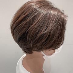 ブリーチなし ショート ナチュラル グレージュ ヘアスタイルや髪型の写真・画像