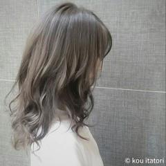 アッシュグレージュ 透明感 ミディアム 外国人風 ヘアスタイルや髪型の写真・画像