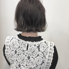 外ハネ グレージュ 春 ボブ ヘアスタイルや髪型の写真・画像