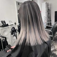 ナチュラル セミロング 艶髪 ハイトーンカラー ヘアスタイルや髪型の写真・画像