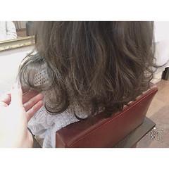 ハイライト グレージュ 黒髪 アッシュ ヘアスタイルや髪型の写真・画像