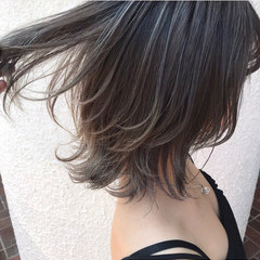アッシュグレージュ ストリート ボブ ハイトーンカラー ヘアスタイルや髪型の写真・画像