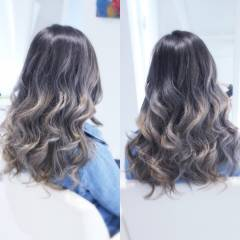 アッシュグレー グレーアッシュ ストリート ウェーブ ヘアスタイルや髪型の写真・画像