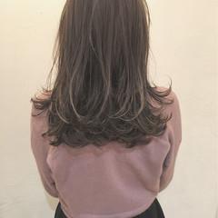 イルミナカラー ミディアム ニュアンス グレージュ ヘアスタイルや髪型の写真・画像