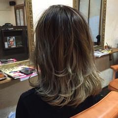 ミディアム アッシュ ブルージュ グレージュ ヘアスタイルや髪型の写真・画像