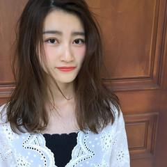アンニュイ セミロング 外国人風 リラックス ヘアスタイルや髪型の写真・画像