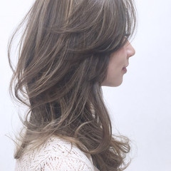 レイヤーカット フェミニン 外国人風 グラデーションカラー ヘアスタイルや髪型の写真・画像