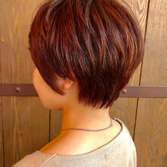 レッド ショート ナチュラル ハイライト ヘアスタイルや髪型の写真・画像