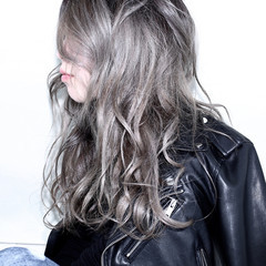 ウェーブ アッシュ ハイライト グラデーションカラー ヘアスタイルや髪型の写真・画像