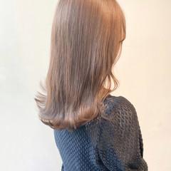 ブリーチなし ミルクティーグレージュ ミルクティーベージュ セミロング ヘアスタイルや髪型の写真・画像