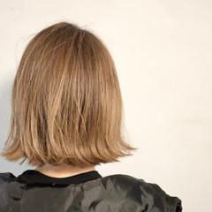 ミルクティーベージュ 外ハネボブ ミニボブ 切りっぱなしボブ ヘアスタイルや髪型の写真・画像