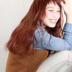 波ウェーブ レッド モテ髪 ピンク ヘアスタイルや髪型の写真・画像