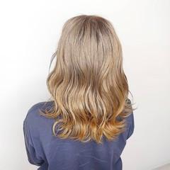 ミルクティーベージュ 透明感カラー ブリーチカラー グレージュ ヘアスタイルや髪型の写真・画像