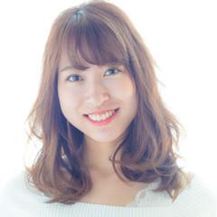 ミディアム ワンカール フェミニン ミルクティーベージュ ヘアスタイルや髪型の写真・画像