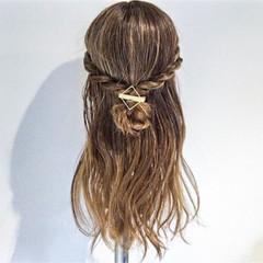 フェミニン ヘアアレンジ 梅雨 デート ヘアスタイルや髪型の写真・画像
