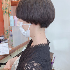 マッシュ シアーベージュ ショート ナチュラル ヘアスタイルや髪型の写真・画像
