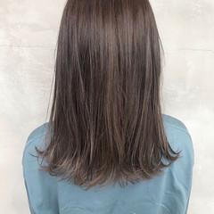 アッシュグレージュ ラベンダーグレージュ ミディアム ダブルカラー ヘアスタイルや髪型の写真・画像