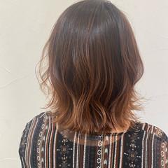 グラデーションカラー ミディアム 切りっぱなしボブ ナチュラル ヘアスタイルや髪型の写真・画像