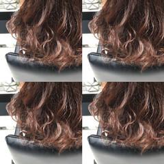 フェミニン モテ髪 ベリーピンク セミロング ヘアスタイルや髪型の写真・画像