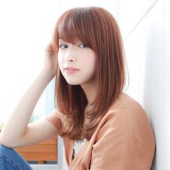 アンニュイほつれヘア セミロング ミルクティーベージュ 透明感カラー ヘアスタイルや髪型の写真・画像