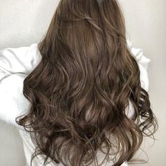 ロング ダブルカラー グレージュ アッシュグレージュ ヘアスタイルや髪型の写真・画像