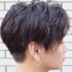 ストリート 刈り上げ ウェットヘア 黒髪 ヘアスタイルや髪型の写真・画像